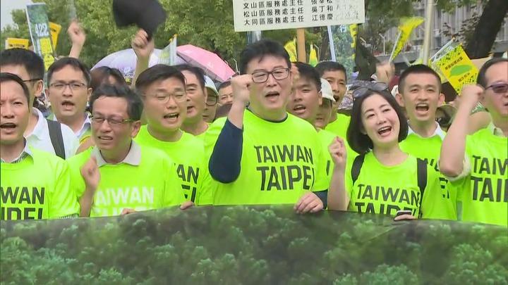 有意參選台北市長的民進黨立委姚文智,在4月22日號召立委、議員、民眾上街遊行,估計人數破萬,希望向黨中央表達「提名自己人」的聲音。記者陳聖文/攝影
