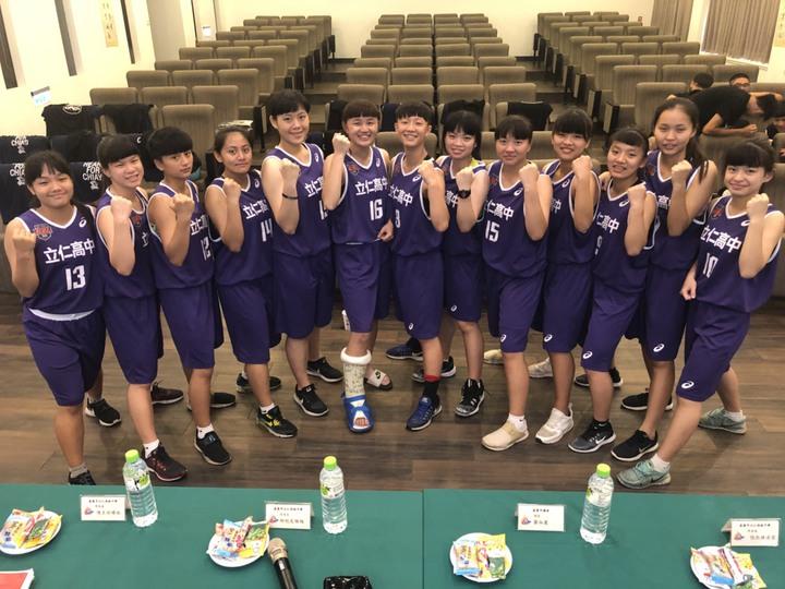 立仁高中女子籃球隊身高不出色,但拚勁十足。記者王慧瑛/攝影