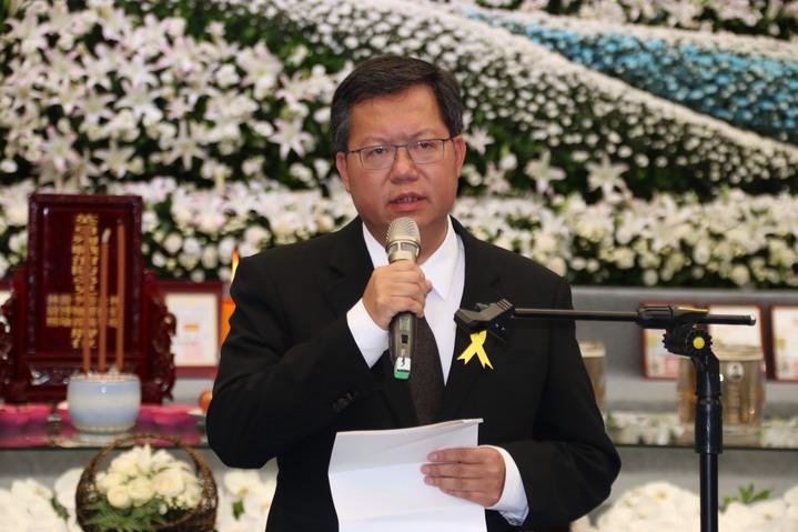 桃園市長鄭文燦參加追思會表示,殉職的6名弟兄將在台灣消防史上留下典範。記者曾健祐/攝影
