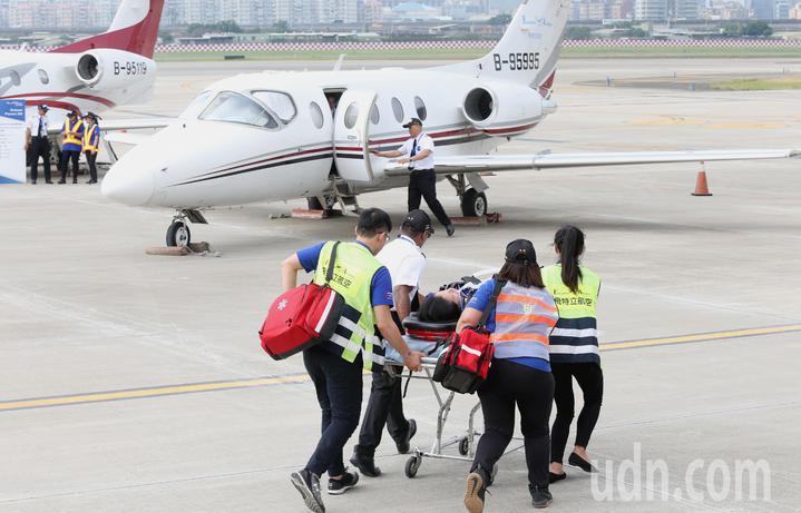 台灣私人飛機營運領導品牌飛特立航空,今日首度發表旗下全台規模最大的醫療專機機隊及國際級的緊急醫療救援服務。記者林俊良/攝影
