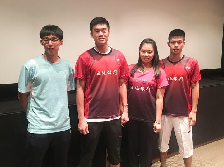 陳宏麟(左起)、王齊麟、李佳馨和李佳豪受邀搶先看李宗偉的自傳電影。  記者曾思儒/攝影