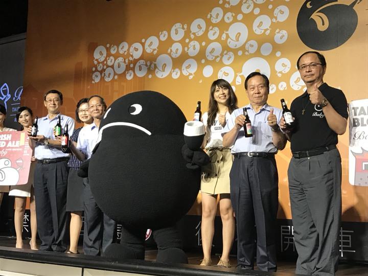 台北啤酒工場與台北市政府觀光傳播局合作,推出「Baby」北啤精釀啤酒品牌,是史上首度推出以城市命名的國產啤酒,讓台北市觀光伴手禮多一種選擇。記者沈婉玉/攝影