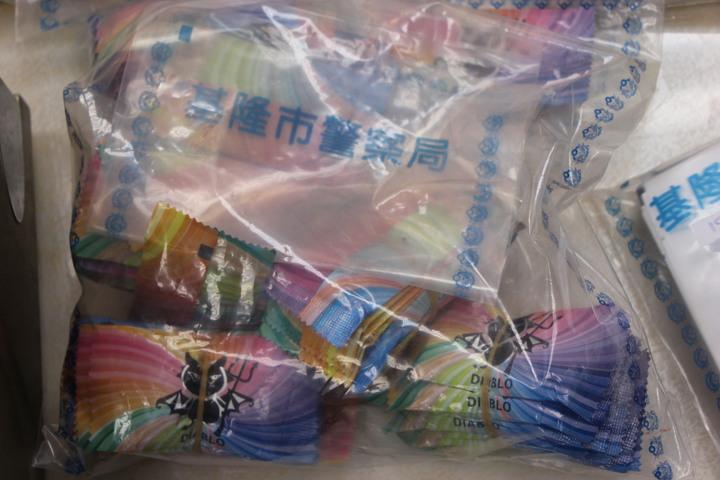 彩虹毒品咖啡包。攝記者賴郁薇/攝影