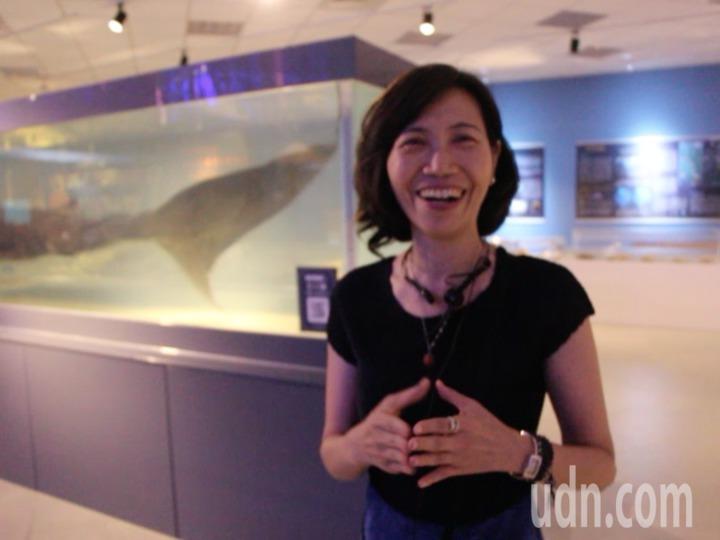 館方介紹庫房明星,巨口鯊標本。記者賴郁薇/攝影