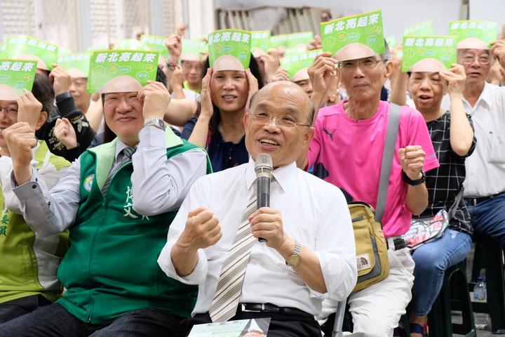 蘇貞昌與新北市議員何博文在板橋信義公園活動中心共同舉辦市政說明會。記者張曼蘋/攝影