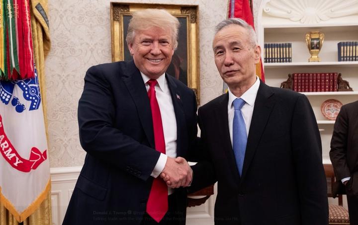 中國國務院副總理劉鶴赴美磋商貿易問題,雙方達成共識並於19日發表共同聲明,承諾透過增加採購降低美對中貿易逆差,並暫停貿易戰,停止互課關稅。川普推特
