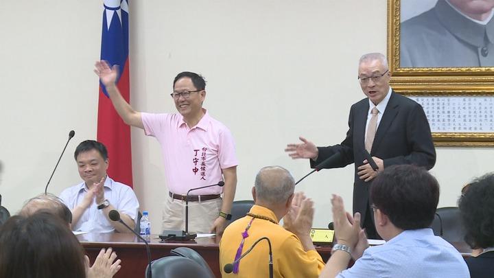 外傳柯文哲改找第三勢力合作,國民黨台北市長參選人丁守中強調,會極力整合爭取泛藍和中間選民的支持。攝影/記者陳煜彬