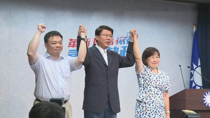 國民黨台南市長初選結果出爐,前政務委員高思博(左)出線,代表國民黨角逐台南市長。攝影/記者陳煜彬