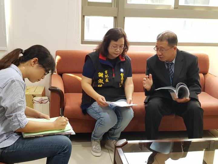 台南地方法院下午前往國民黨台南市黨部清點財產 記者修瑞瑩/攝影