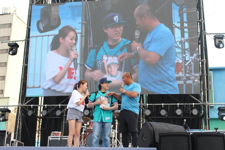 張泰山回到生涯兩百轟的新竹棒球場,分享自己的棒球奮鬥史,許多專業球迷都現身支持。記者張雅婷/攝影