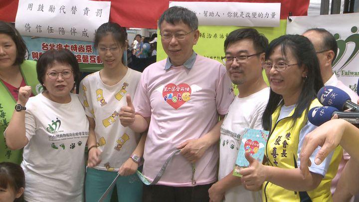被前副總統呂秀蓮批評「國際經驗不足,中國經驗倒是很豐富。」台北市長柯文哲5月27日出席活動時酸溜溜的回擊說,「我也是台灣大學醫學院正教授,我也是留美的」。記者王彥鈞/攝影