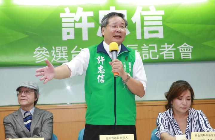 台聯前立委許忠信宣布參選台南市長,27日北上開記者會發表參選宣言。記者黃義書/攝影