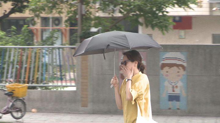 熱到太誇張,台灣已成「紅番薯」!由於受到太平洋高壓籠罩,加上華南暖空氣影響,今天(27日)總共有三個測站打破站史的五月份最高溫紀錄,台北更是來到38.2度,一舉創下開站122年的新高。記者王彥鈞/攝影