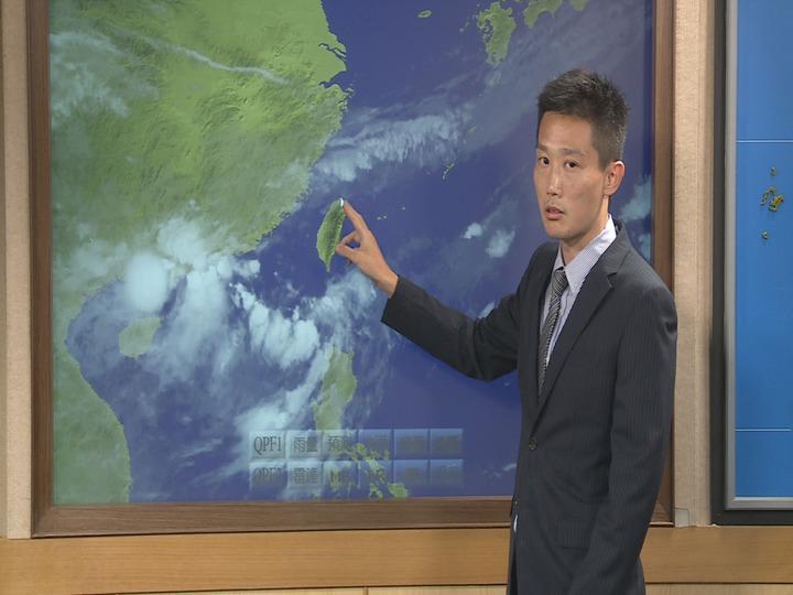 今年首波梅雨報到,氣象局針對台南市、高雄市、屏東縣及台東縣等4縣市發布豪雨特報,從今(13日)晚上到明(14日)。記者王彥鈞/攝影