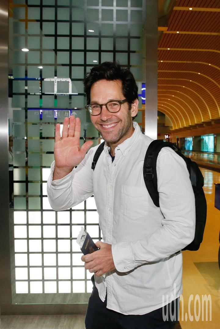 好萊塢男星「蟻人」保羅洛德(Paul Rudd)上午離台,在桃園機場接受訪問時表示,這次到訪台灣感覺非常好,台灣民眾非常可愛也很親切。記者鄭超文/攝影