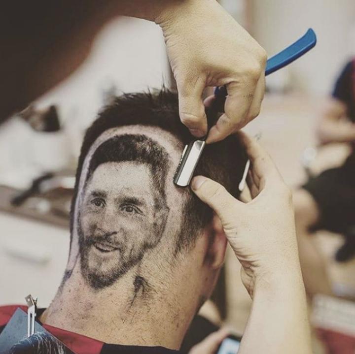 塞爾維亞理髮師,世足賽大展「頭髮紋身」手藝,在球迷頭上完美剃出球星梅西,大受歡迎。mariohvala IG