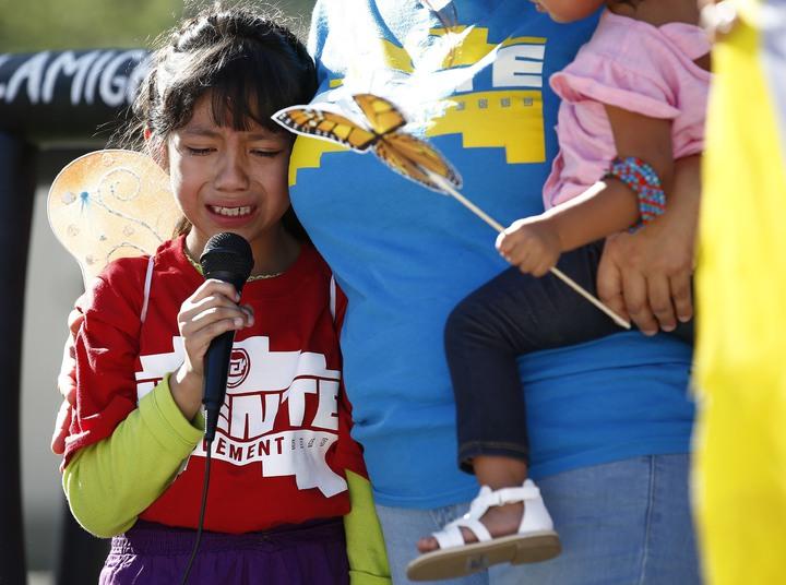 川普對非法移民「零容忍」政策引發爭議不斷,日前美國媒體ProPublica收到來自邊境收容中心的錄音檔,記錄到與父母分開的幼童,無助哭喊著找爸媽。美聯