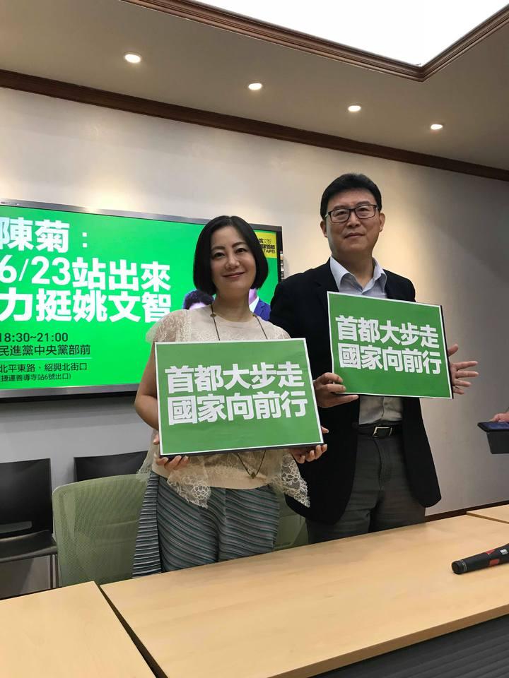 民進黨立委吳思瑤(左)擔任民進黨台北市長參選人姚文智(右)的競選團隊首席發言人。記者林麒瑋/攝影