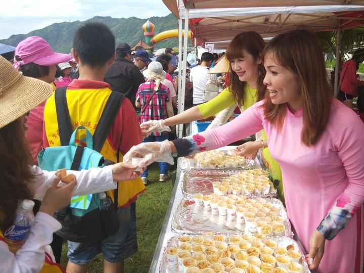 活動在潮境公園舉行美食嘉年華,在無敵海景旁,大啖東南亞的越南、緬甸、印尼美食,相當迷人。記者游明煌/攝影