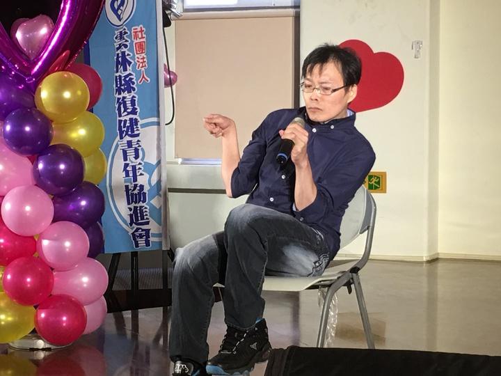 先天性腦性麻痺患者程志賢從小仰賴母親處處協助,直到母親放手後,才讓他可以生活自理,他感謝媽媽當初放手,讓他一步一步成長。記者陳雅玲/攝影