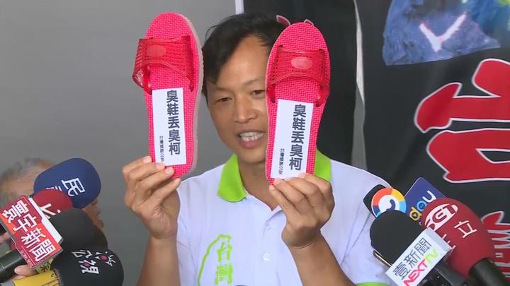 台灣國成員陳峻涵出面說明,向台北市長柯文哲丟鞋是不滿柯成為中共同路人。攝影/記者黃純益