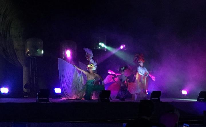 晚間的「達努傳說」是台灣樂園首創,邀請國際團隊打造水上漂浮舞台,以270度戶外環繞投影幕,結合高科技光雕投影、燈光、特效,配上磅礡音樂、華麗特技、舞蹈表演的大型夜間奇幻秀。記者陳斯穎/攝影