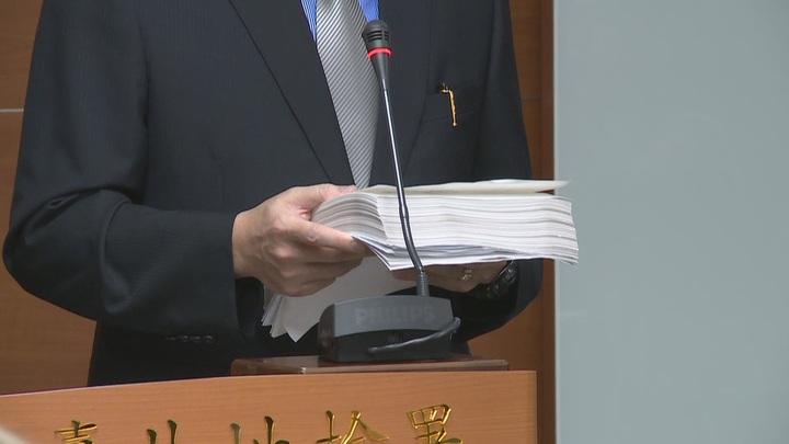 台北地檢署偵辦三中案,今天偵查終結,前總統馬英九遭起訴,起訴書多達700多頁。攝影/徐宇威