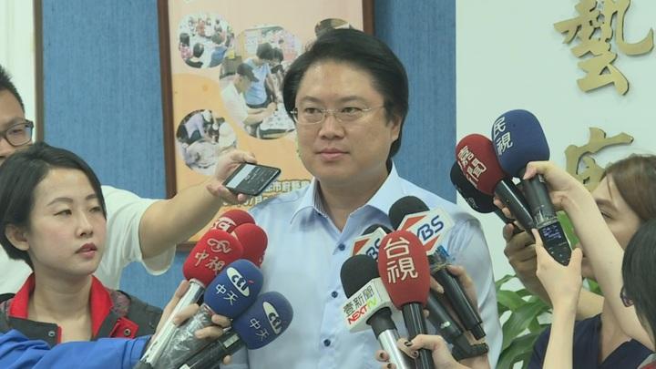基隆市長林右昌對新北市獨自宣布放颱風假頗有微詞。攝影/記者徐宇威