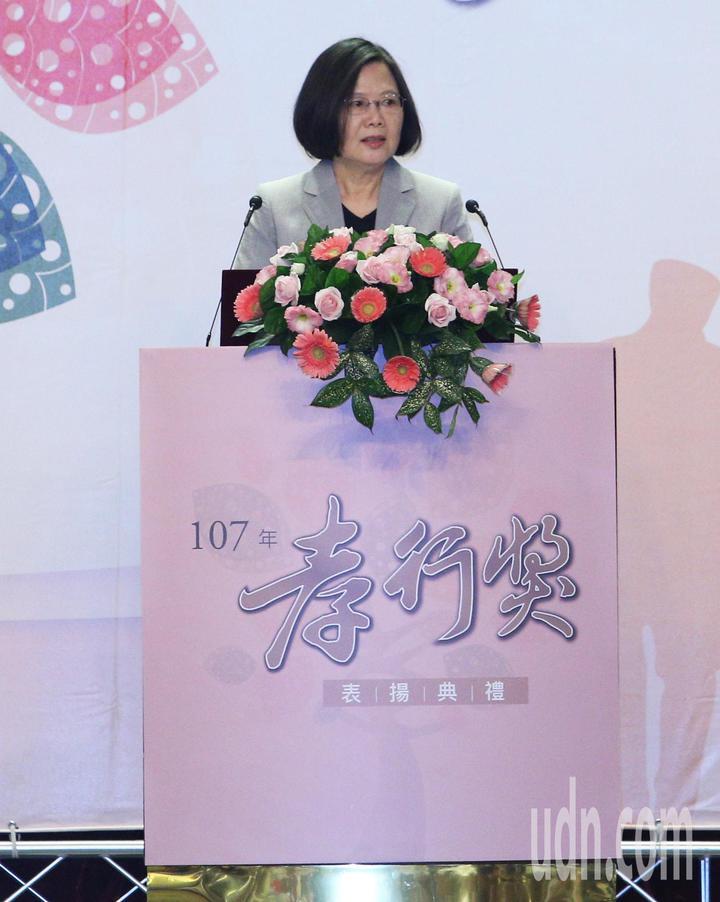 全國孝行獎頒獎典禮今天在台南舉行,蔡英文總統南下頒獎。記者劉學聖/攝影