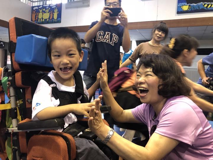 教師出身的黃敏惠,對下一代深有關懷,她擔任中華台北特奧會理事長,常到比賽會場為孩子鼓勵打氣。本報資料照