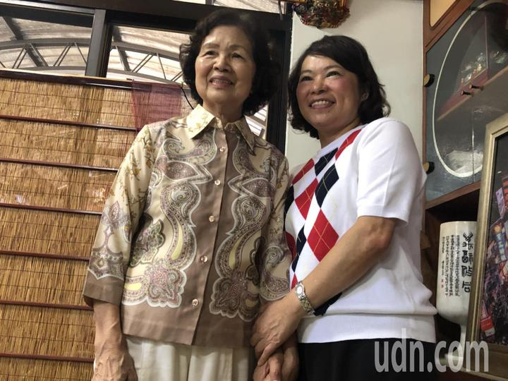 黃敏惠(右)與母親感情深厚,她說「親情帶給她心靈強大力量」。記者王慧瑛/攝影
