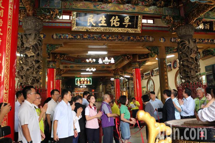 總統蔡英文今到台南麻豆代天府贈匾「福佑生民」。記者吳淑玲/攝影