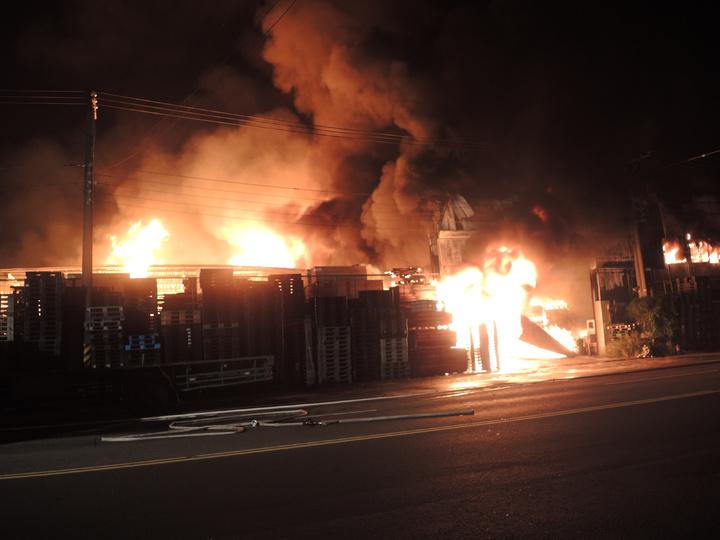 台南市新營區大火。記者吳政修/攝影