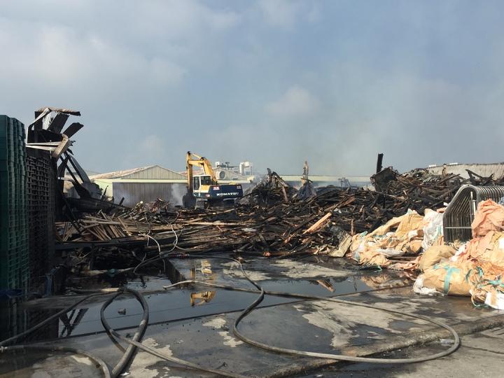棧板工廠火警付之一炬。記者吳政修/攝影