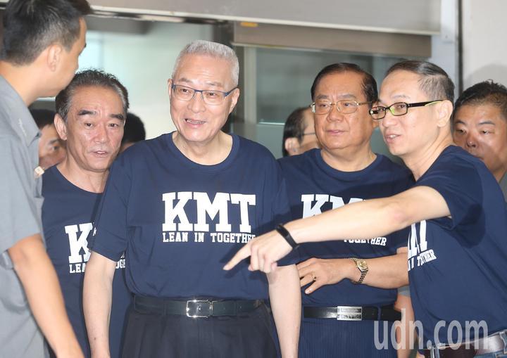 國民黨主席吳敦義上午帶領國民黨縣市長候選人進行第一次合體造勢,請求全國民眾再給國民黨一次機會,重新再造幸福美滿的國家。記者曾吉松/攝影