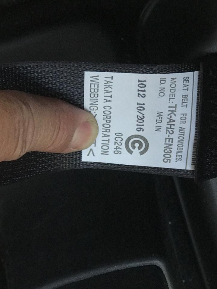 安全帶均有製造日期。記者蕭雅娟/攝影