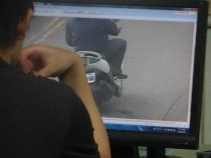雲林縣台西鄉綽號「阿郎」的丁姓男子投資多項生意,上月15日在街頭被槍手狙殺3槍不治死亡,警方以車追人,前天在高雄逮捕涉案的黃姓男子。記者陳雅玲/攝影