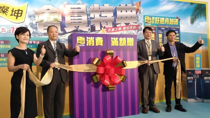 燦星旅遊結合母公司燦坤,推出暑假旺季出國淡季價, 激省下殺萬元有找搶商機。記者張義宮/攝影