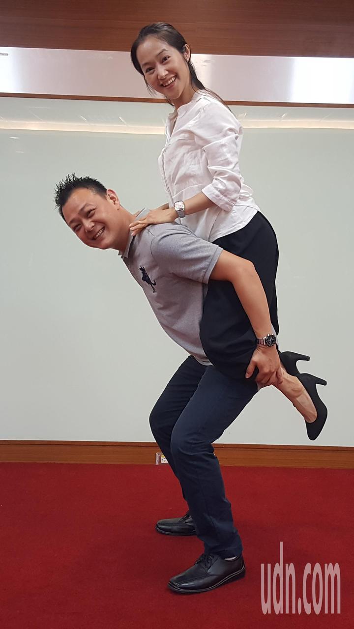 陳思朋和陳芝后在「駝背漢與花姑娘」戲中表現傑出,分別入圍最佳表演新秀獎、年度最佳演員獎。記者胡蓬生/攝影