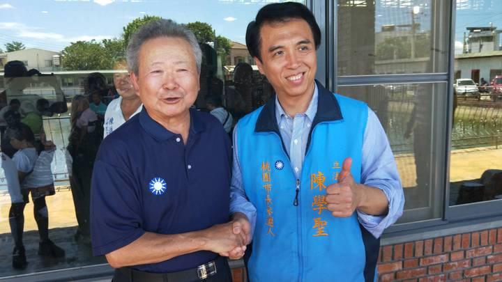 陳學聖(右)、楊敏盛(左)都否認國民黨要換桃園市長參選人。記者鄭國樑/攝影