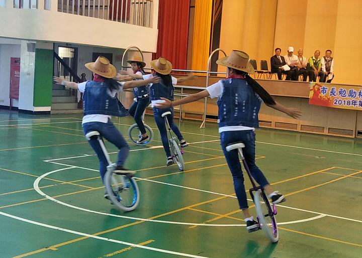 參加2018年世界獨輪車錦標賽台灣代表隊,一半桃園選手,表演精彩獨輪車。記者曾增勳/攝影