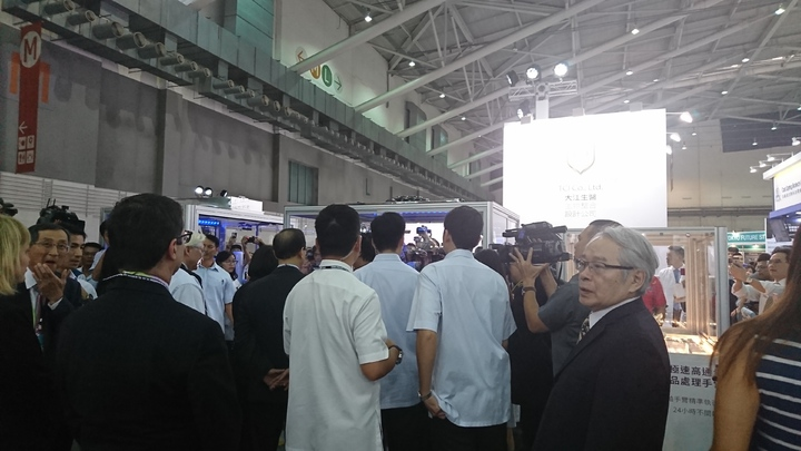 總統蔡英文參觀生技展展場。記者黃淑惠/攝影