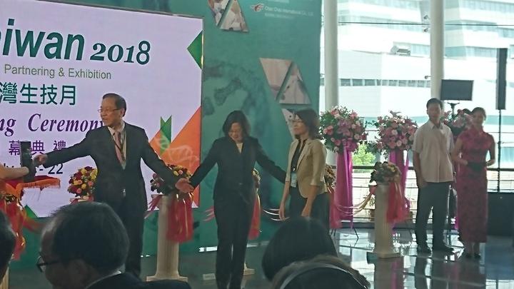 今年的生技展是亞洲最大, 總統蔡英文頒發也到場頒獎。 記者黃淑惠/攝影