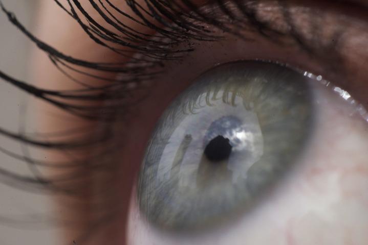 英國阿斯頓大學研究團隊開發出一款APP,用幾個簡單的問題及快速測試,檢查使用者是否有乾眼症。美聯