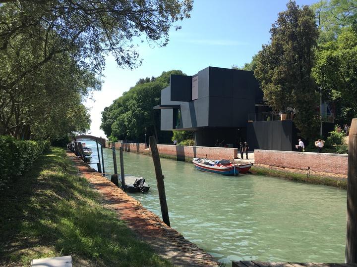 威尼斯建築雙年展的綠園展區本身是公園,風景優美。圖右前方是澳洲館。記者何定照/攝影