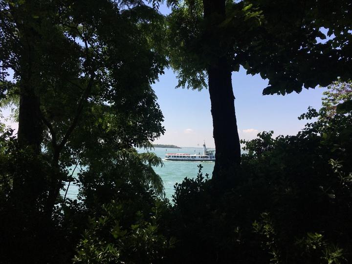 威尼斯建築雙年展的綠園展區本身是公園,風景優美,還可看到海景。記者何定照/攝影