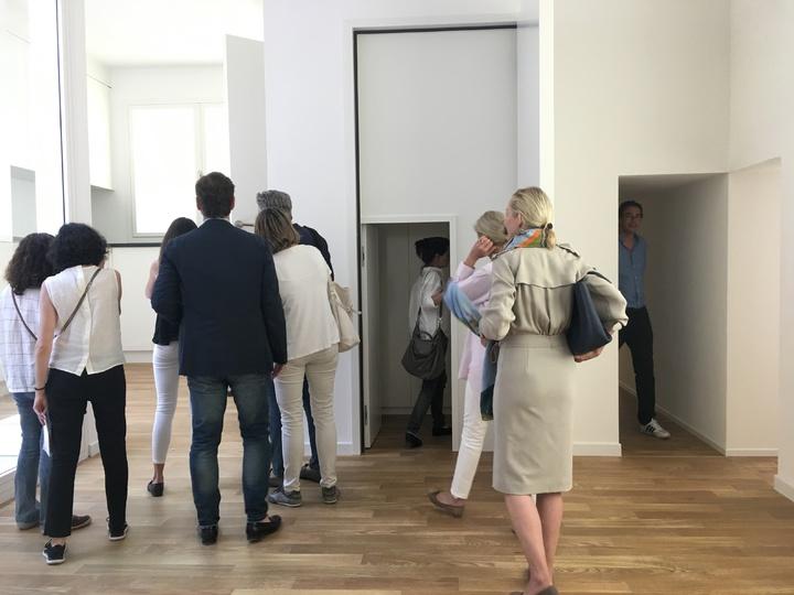 瑞士館《瑞士240:房屋導覽》各類房間尺寸大小都有,讓觀眾驚喜不斷。記者何定照/攝影