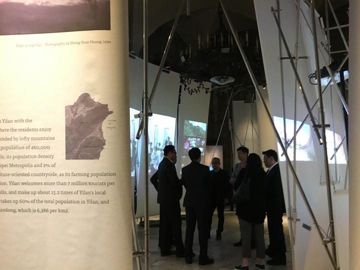 台灣館善用橢圓型布展形狀,軟化原為監獄的普里奇歐尼宮。記者何定照/攝影