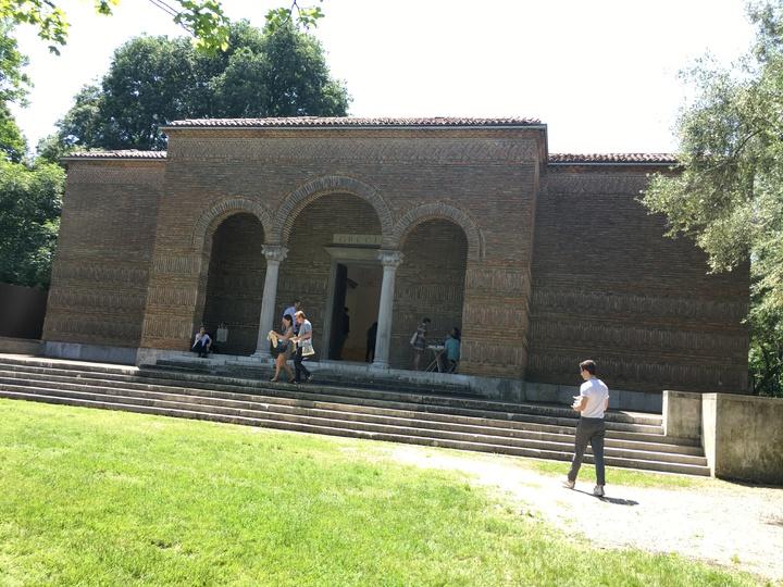 威尼斯建築雙年展的綠園展區有許多專屬的國家館,各館頗富不同國家特色,圖為希臘館。記者何定照/攝影