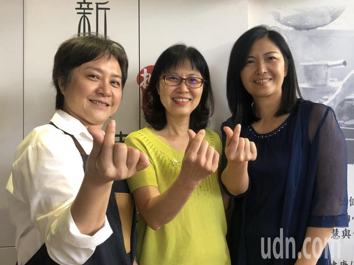 戴淑玲、黃秀莉、羅淑嫺(由左至右)3人因為女兒是國中同班同學,建立兩代友誼,3位在職場各有一片天的媽媽,也很有行動力,有共同話題與關懷,常一塊交流理念。記者王慧瑛/攝影